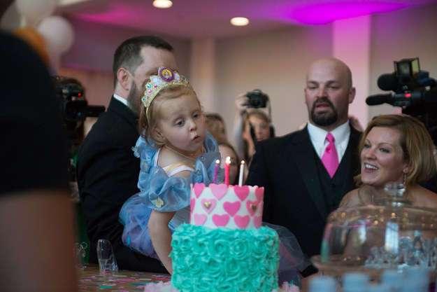 Они знали, что это последний день рождения дочери. Тогда они устроили грандиозный праздник!