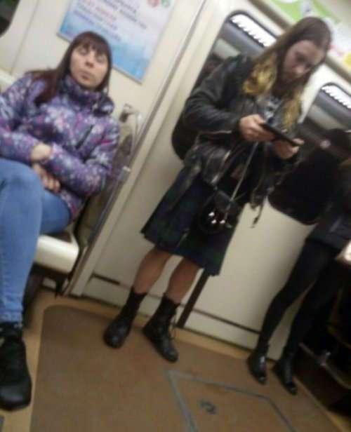 Модники и модницы в метро (19 фото)