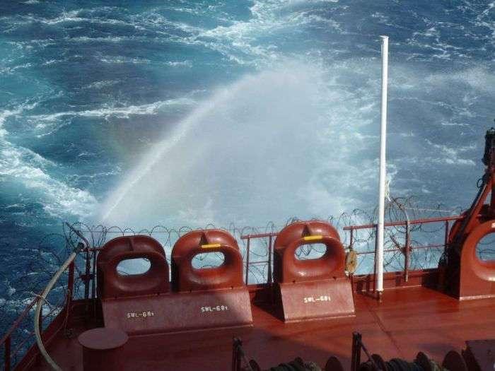 Способы защиты судна от сомалийских пиратов (32 фото)