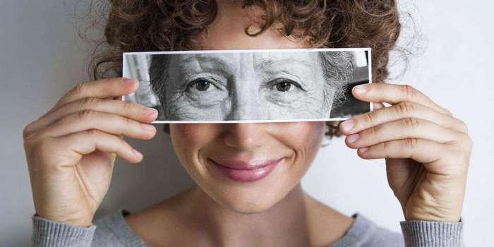 Именно эта часть тела стареет в первую очередь. И это вовсе не лицо