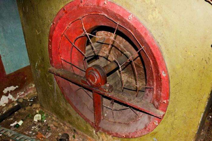 Заброшенный бункер в Беларусии (39 фото)