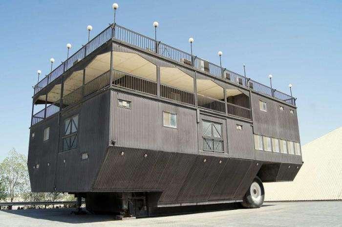Самые большие в мире дома на колесах (13 фото)