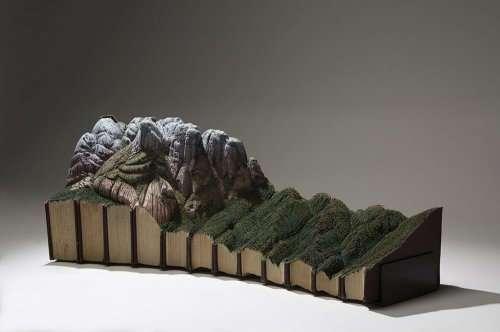 Впечатляющие ландшафты, вырезанные из старых книг (15 фото)