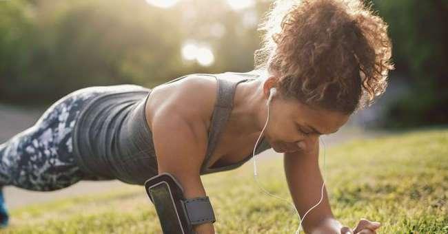 Простое упражнение, которое поможет подтянуть живот за 4 минуты в день