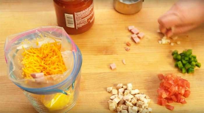 Видео как приготовить омлет в пакете