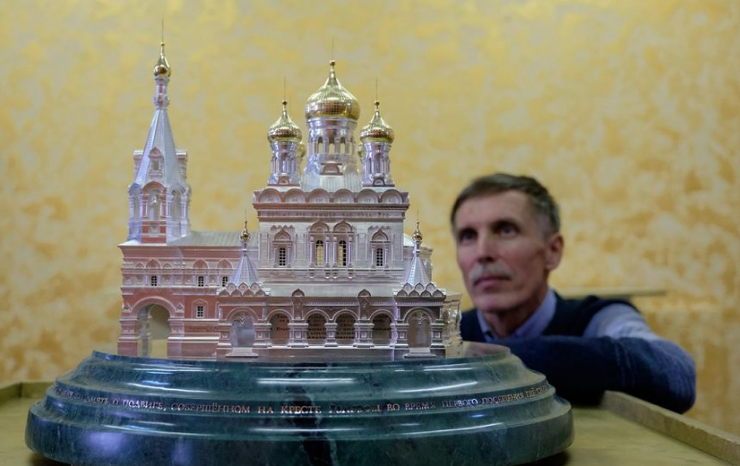 В Петербург привезли храм, выполненный из серебра и золота