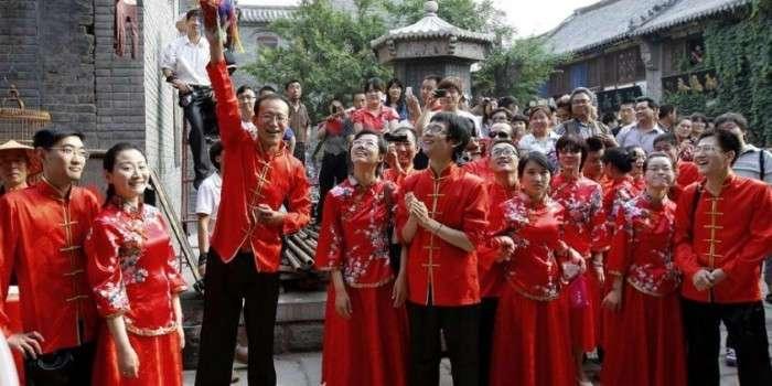 Китаец нанял 200 человек, чтобы изображать его родственников на свадьбе