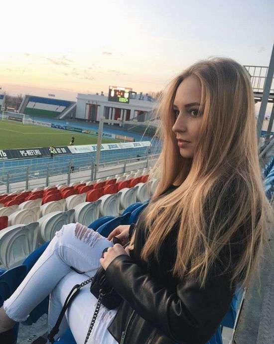 Очаровательные болельщицы на матчах Чемпионата России по футболу (35 фото)