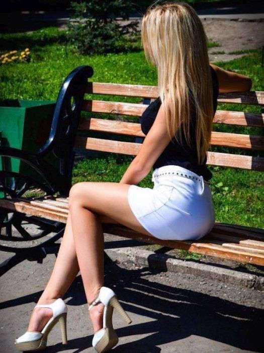 фото девушек в коротких юбочках