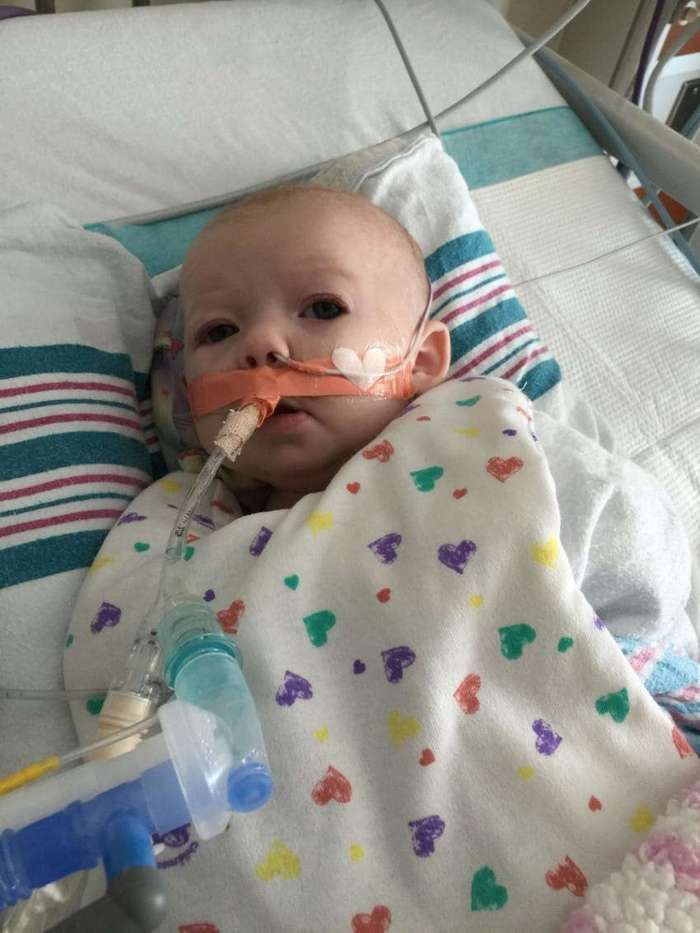 Малышка была при смерти, но вернулась к жизни. Её отец поделился этой историей, чтобы предупредить всех родителей