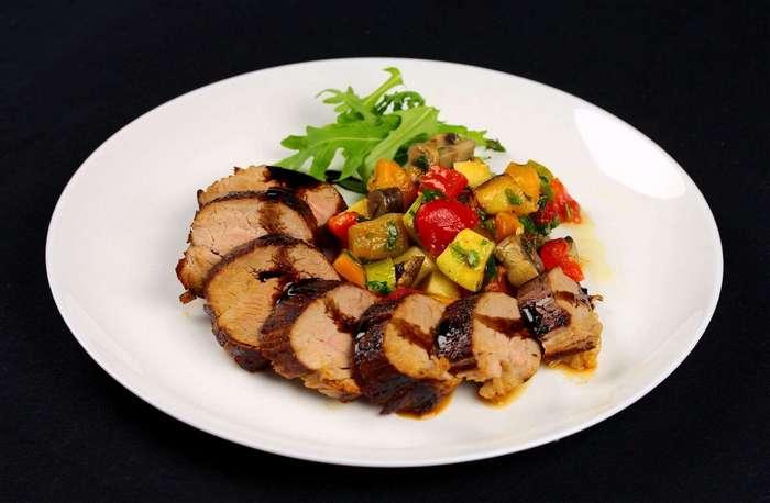 Свиная вырезка с печёными овощами. Вкусное и питательное блюдо для всей семьи!