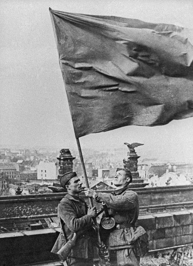 Сколько флагов было над Рейхстагом? (6 фото)