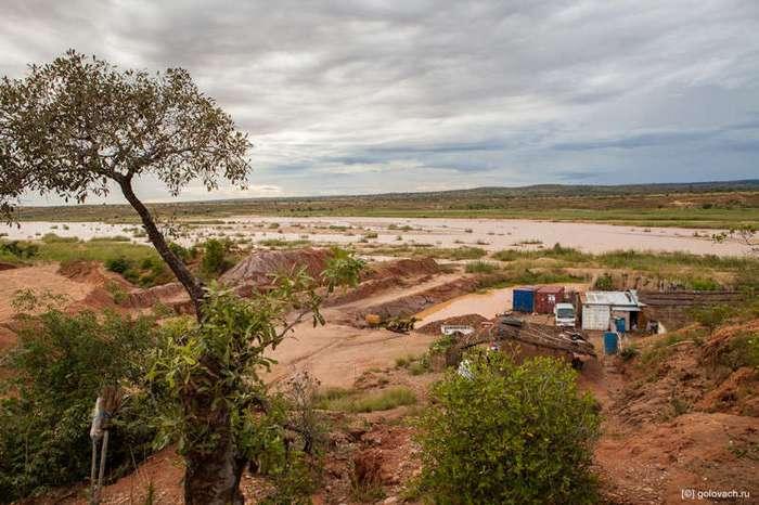 Два дня на сапфировых приисках Мадагаскара (21 фото)