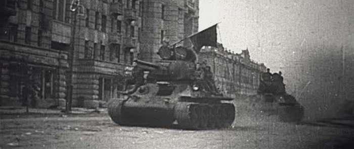 Первый салют Победы (11 фото)