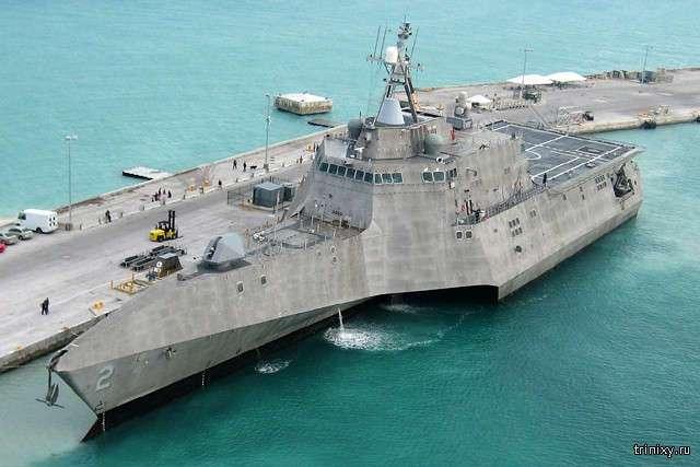 Самый большой в мире тримаран и необычные современные корабли (9 фото)