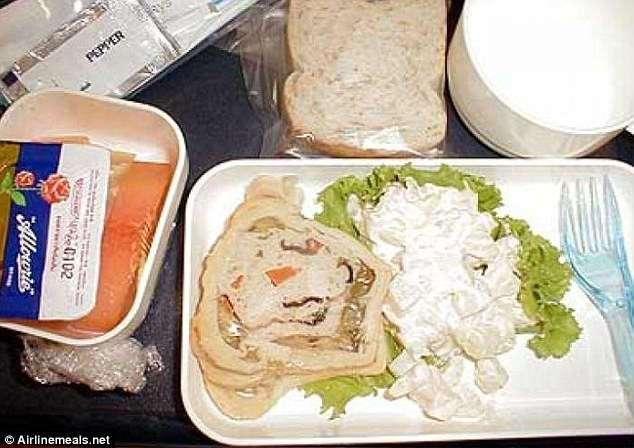 Самая отвратительная еда в самолетах (11 фото)