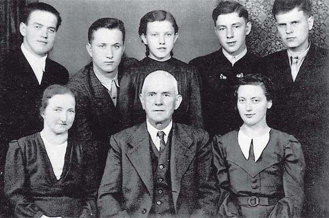 Мать нацистских солдат спасла советских офицеров (5 фото)