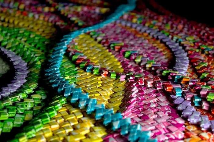 Очумелые ручки: причудливое платье из 10000 фантиков (10 фото)