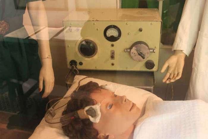 Самые травматичные методы лечения нашего времени (16 фото)