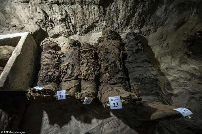 Египетские археологи нашли 17 мумий (22 фото)