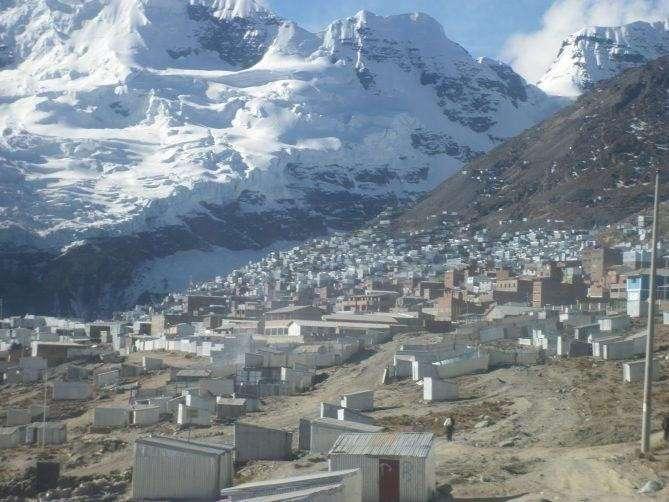 Поселения людей в экстремальных условиях (8 фото)