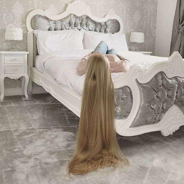 -Мама, это же Рапунцель!-: британке с метровой косой не дают прохода дети на улице (18 фото)