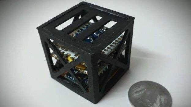 18-летний парень построил самый лёгкий спутник в мире (4 фото)
