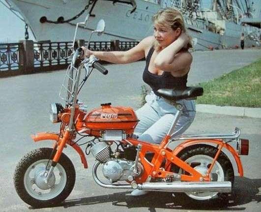 Был ли секс в СССР или пикантная реклама мопедов (6 фото)