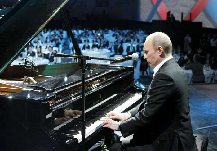 Рояль Путина был расстроен, ноги Обамы вели не туда: красивые промахи известных политиков (8 фото + 16 видео)