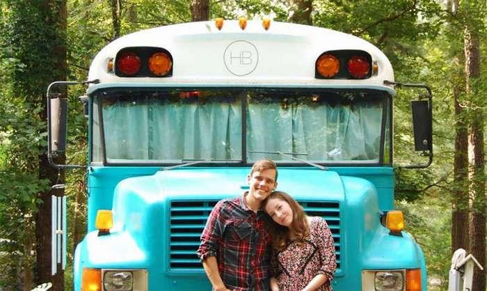 Голь на выдумки хитра: дом на колесах из школьного автобуса (15 фото)