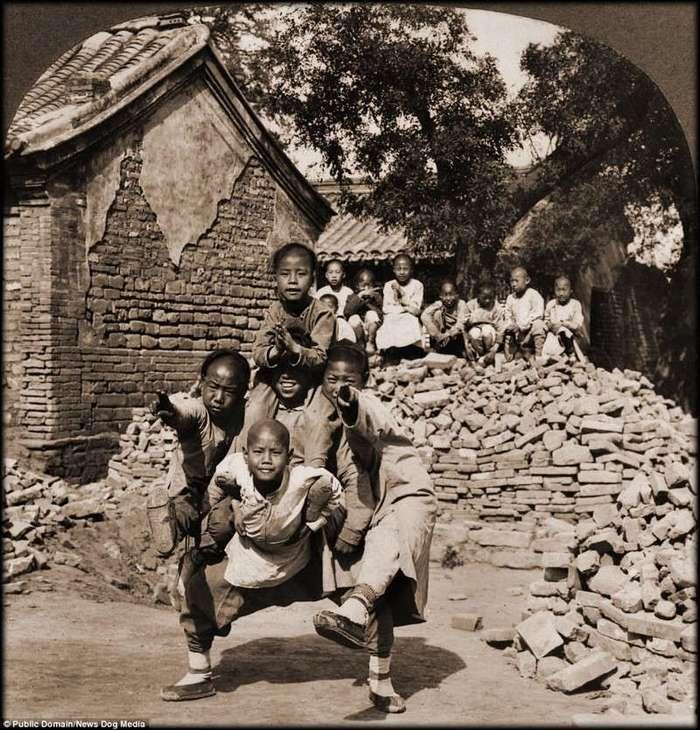 Китай до коммунизма: редкие фотографии времен правления династии Цин (18 фото)