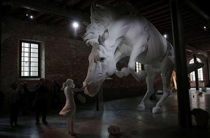 Международная художественная выставка в Венеции (15 фото)