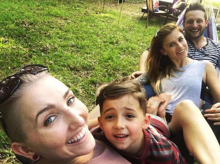 Самый везучий мужчина с двумя -женами- ждет третьего ребенка (14 фото)
