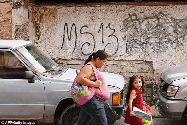 Красивая жизнь заключенных тюрьмы Гондураса (8 фото)