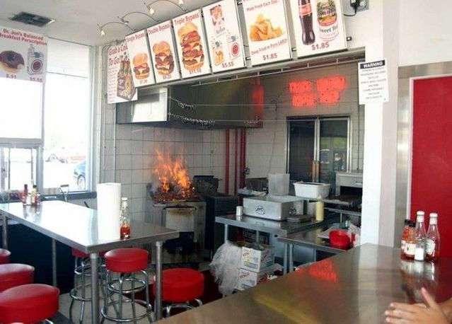 Самый вредный в мире ресторан (16 фото)