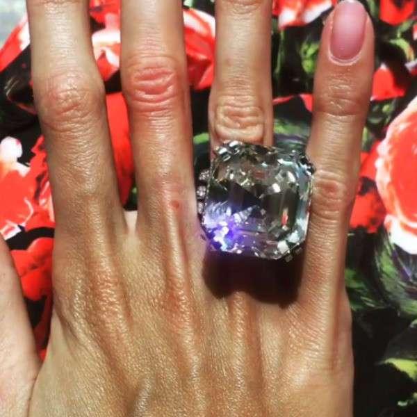 Бриллиант в 70 карат: супруга самарского олигарха похвасталась подарком мужа (15 фото)