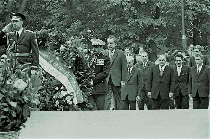 Семечки для Никсона. 45 лет историческому визиту президента США в Москву (11 фото)