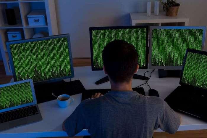 Арестованы похитившие более 50 млн рублей хакеры (2 фото)