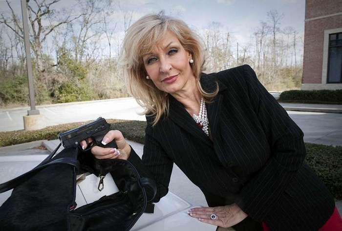 В обнимку с пистолетами: Образ жизни современных техасских дам (27 фото)