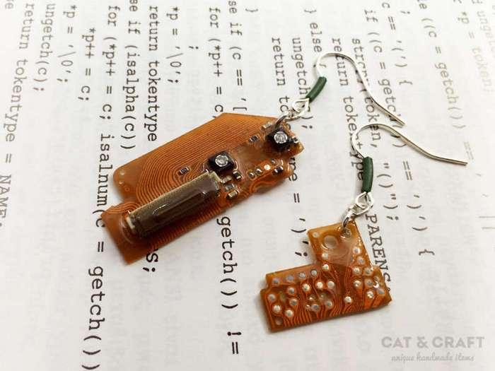 Уникальные украшения из старых электронных деталей (32 фото)