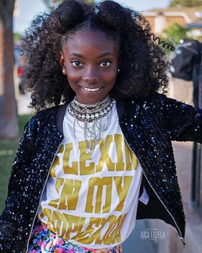 Ее дразнили за цвет кожи, а она в свои 10 лет запустила собственную линию одежды (11 фото)