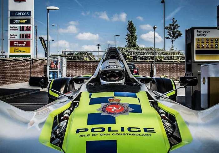 В Великобритании появился первый в мире одноместный полицейский спорткар (6 фото)