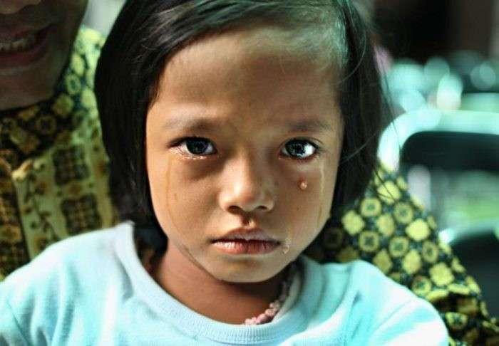 То, что пришлось пережить этим девочкам, не пожелаешь и врагу! (10 фото)