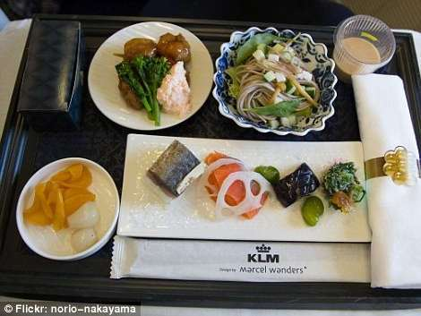 Бизнес-класс против эконома: где лететь вкуснее? (31 фото)