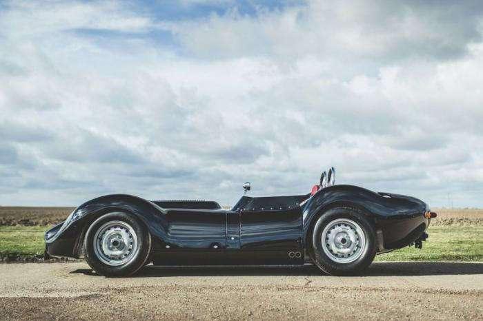 Британцы сделали из гоночной машины 50-х дорожный автомобиль (6 фото)