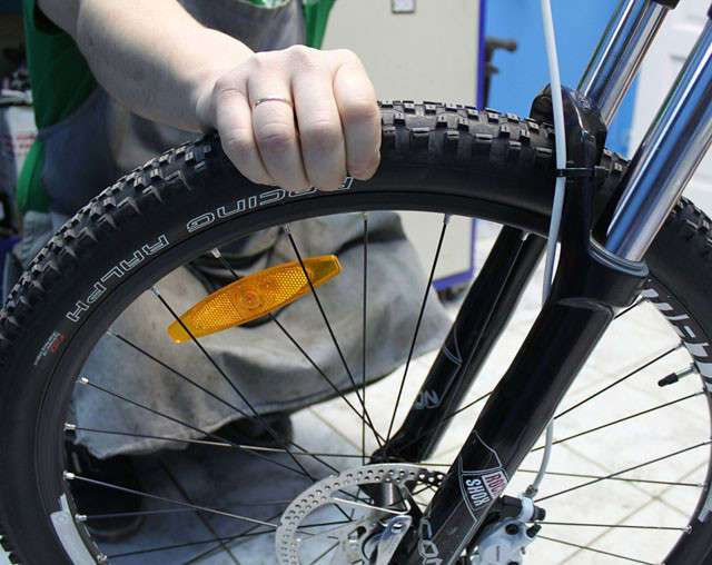 Обслуживание велосипеда (13 фото)