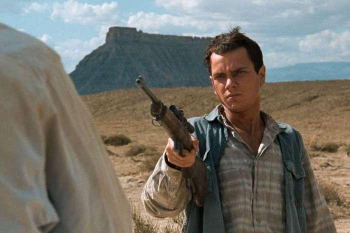 Как режиссёры обманывают смерть: фильмы, которые продолжили снимать после смерти актёров (15 фото)