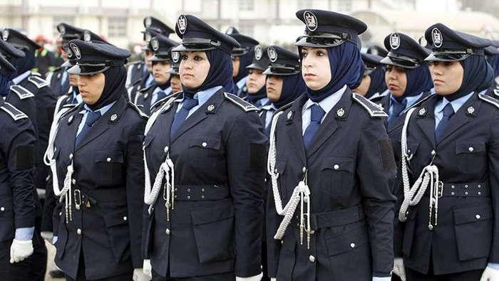 Под пузо и под пресс: полицейская форма в разных странах мира (31 фото)