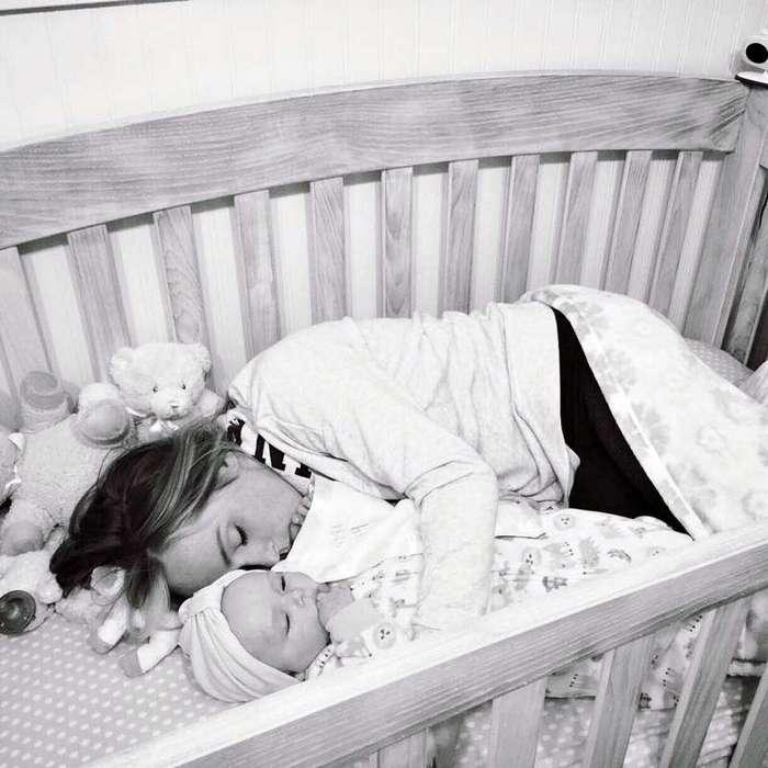 Он спросил у няни в детдоме, почему младенцы в кроватках молчат. Ответ разрывает душу…