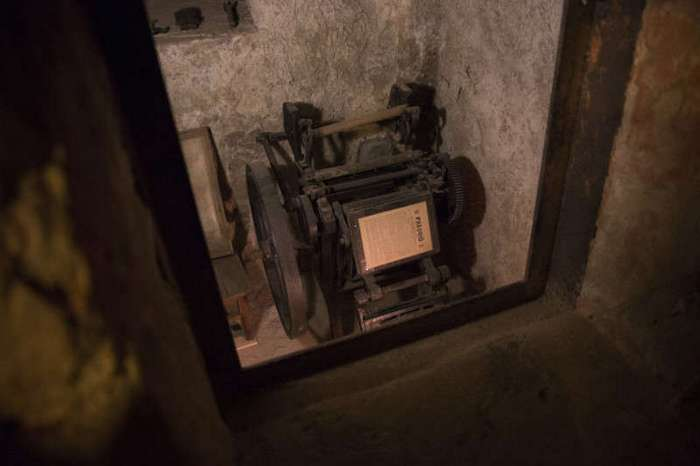История одной -подпольной- типографии в Москве (8 фото)